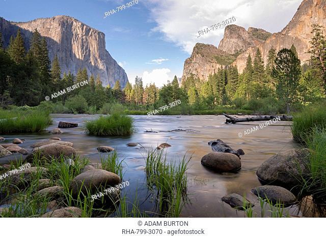 Merced River and El Capitan in Yosemite Valley, UNESCO World Heritage Site, California, United States of America, North America