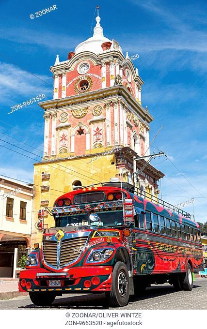 Typischer guatemaltekischer Bus in Sololá (Guatemala) / Typical guatemalan bus at Sololá (Guatemala)