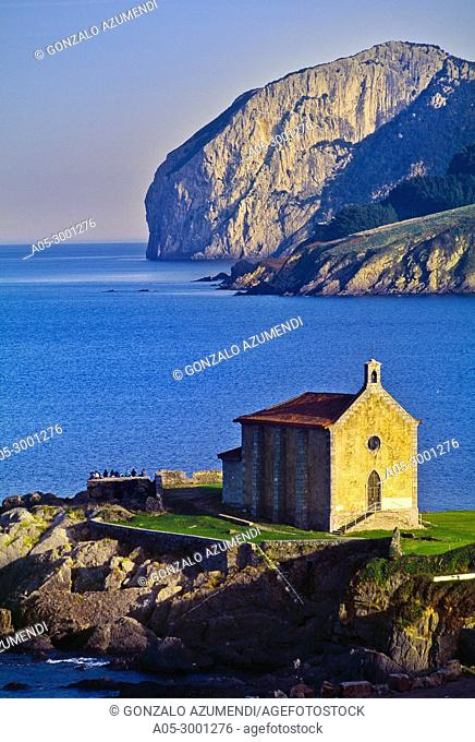 Mundaka and Hermitage of St Catherine. In the background Ogoño cape. Urdaibai biosphere Reserve. Urdaibai. Region. Bizkaia. Basque Country. Spain