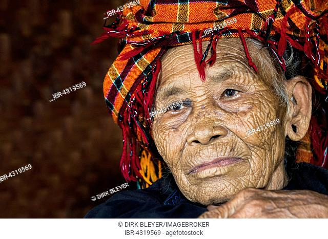 Old woman of mountain tribe or mountain people Pa-O or Pa-Oh or Pao or Black Karen or Taungthu or dew-soo, ethnic minority, portrait, near Kalaw, Shan State