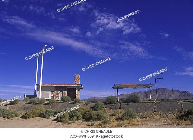 USA, California, Mohave Desert, abondoned Gas Filling Sation
