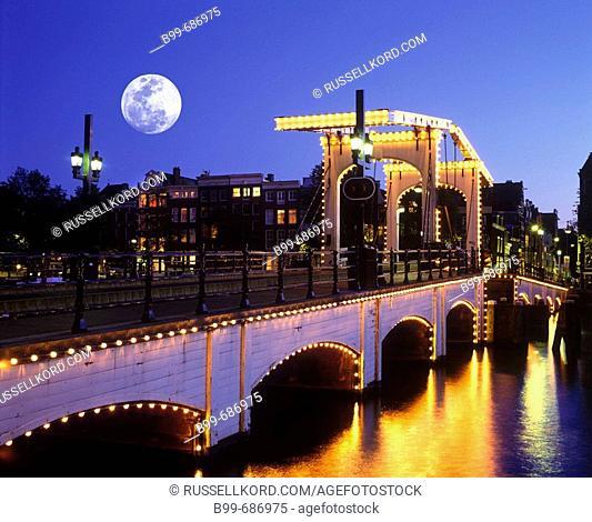 Magere Brug Skinny, Bridge Amstel Canal, Amsterdam Holland