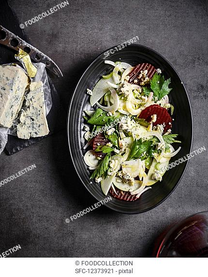 Fennel salad with beetroot and blue cheese