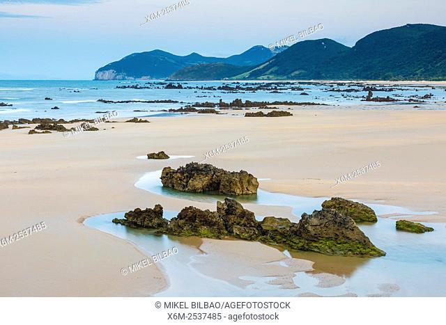 Trengandin beach. Noja, Cantabria, Spain, Europe