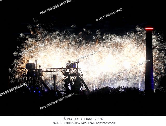 29 June 2019, North Rhine-Westphalia, Duisburg: The Landschaftspark Nord participates in the extra shift with a high-altitude fireworks display