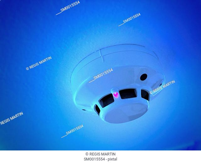 Smoke detector with blue filter