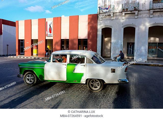 Cuba, Santa Clara, Parque Leoncio Vidal, center of the city, street scene