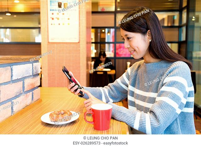 Woman use of the cellphone at coffee shop