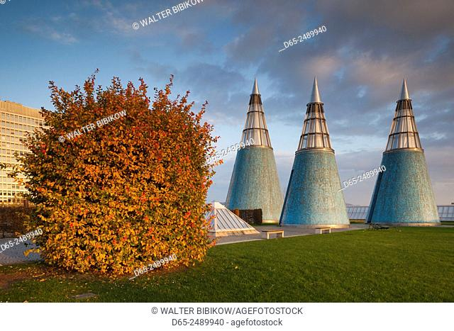 Germany, Nordrhein-Westfalen, Bonn, Museumsmeile, Bundeskunsthalle, museum of technology and art, rooftop towers