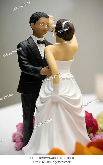Two wedding figurines