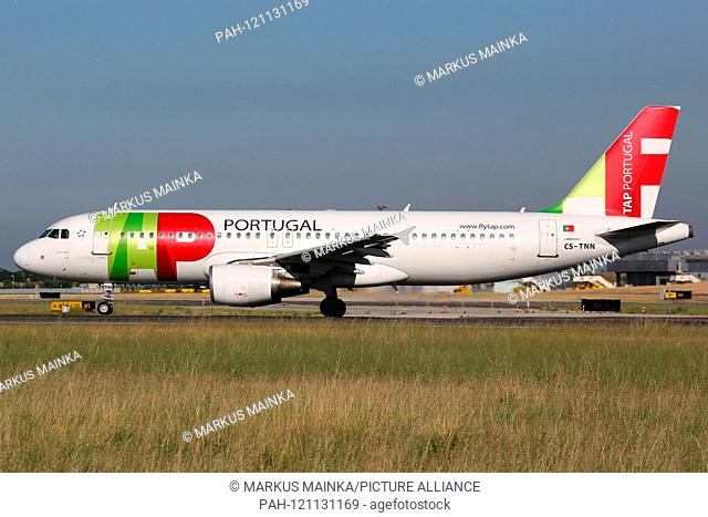 Lisbon, Portugal - 10. July 2013: TAP Portugal Airbus A320 at Lisbon airport (LIS) in Portugal. | usage worldwide. - Lissabon/Portugal