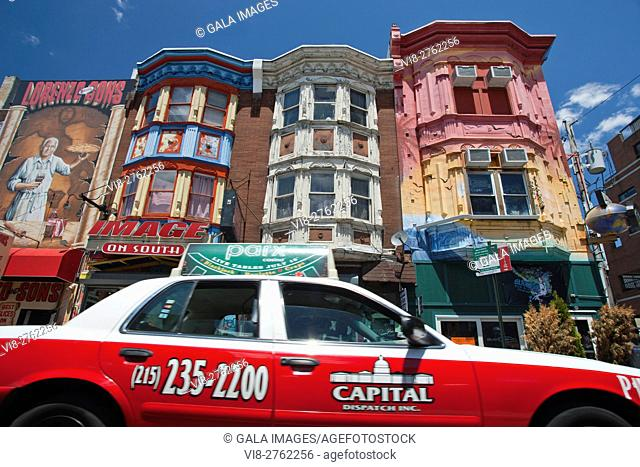 TAXI CAB ROW OF PAINTED HOUSES SOUTH STREET DOWNTOWN PHILADELPHIA PENNSYLVANIA USA