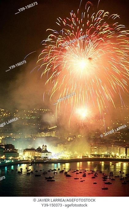 Fireworks over La Concha bay, San Sebastián. Guipúzcoa, Euskadi, Spain