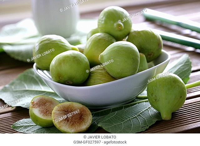 Bowl with figs on a rustic table
