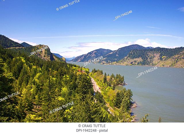 view point looking west down columbia river gorge from ruthton park, oregon united states of america