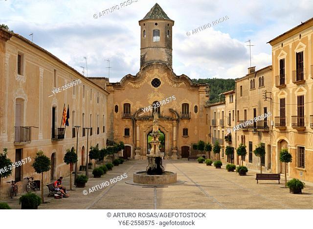 Town hall square of Santes Creus (Tarragona), Spain
