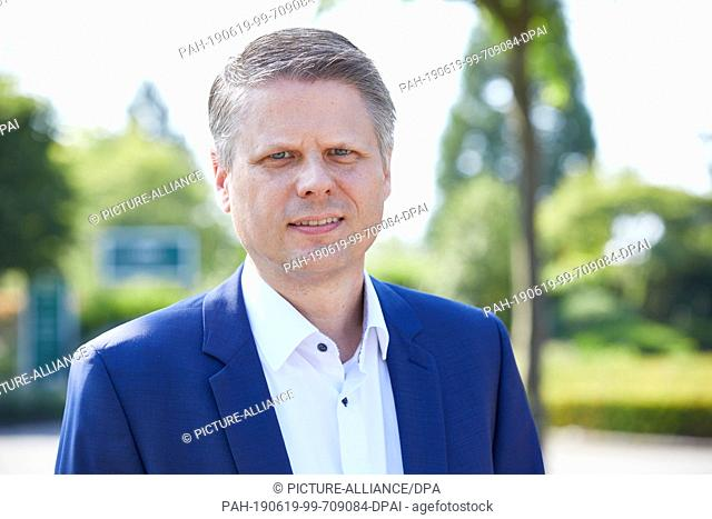 """19 June 2019, Hamburg: Ulf Schulte, Managing Director DACH at Allego, during the opening of the location on the parking lot of the garden centre """"""""Garten von..."""