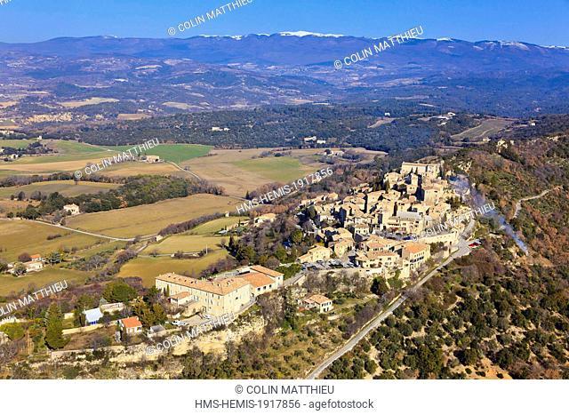 France, Alpes de Haute Provence, parc regional du Luberon, Lurs (vue aerienne)