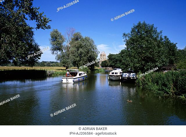 Boating on the the Great Ouse River at Hemingford Grey near Huntingdon