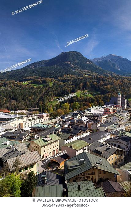 Germany, Bavaria, Berchtesgaden, elevated town view with mountains