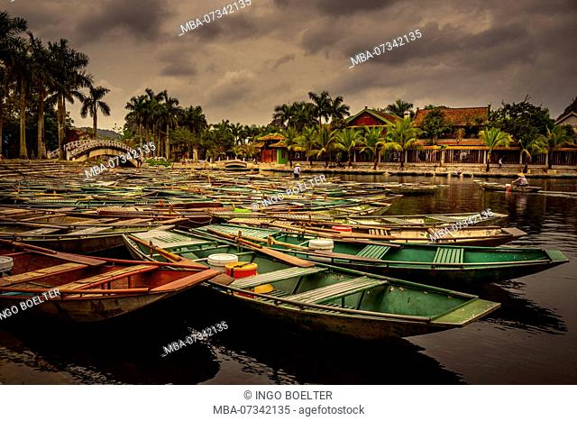 Asia, Vietnam, Ninh Binh Province, Halong Bay, dry, dry Halong Bay, boat, boat tour