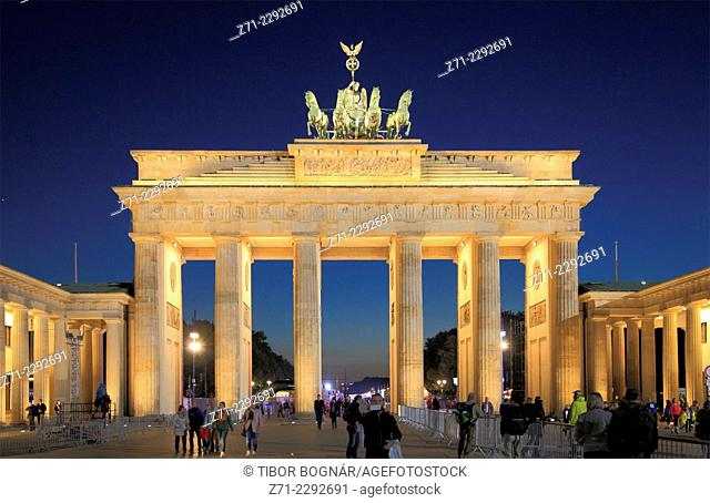 Germany, Berlin, Brandenburg Gate, people