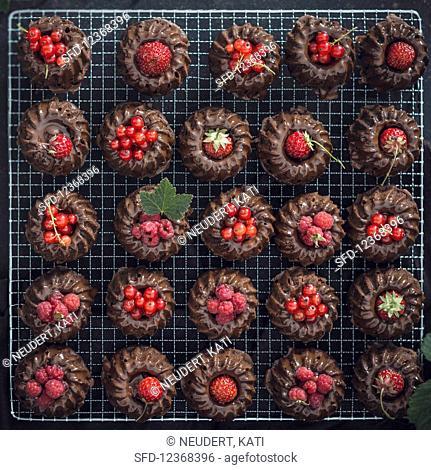 Vegan Mini Chocolate Gugelhupfe with different red berries