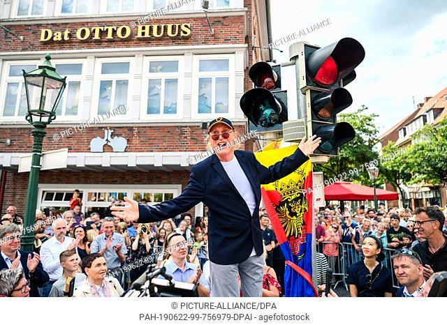 dpatop - 22 June 2019, Lower Saxony, Emden: The first Otto traffic light is put into operation in the presence of the comedian Otto Waalkes