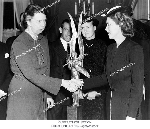 Jacqueline Cochran receives Aviation award. Mrs. Franklin Roosevelt presented to Jacqueline Cochran (right) the trophy of the International League of Aviators...
