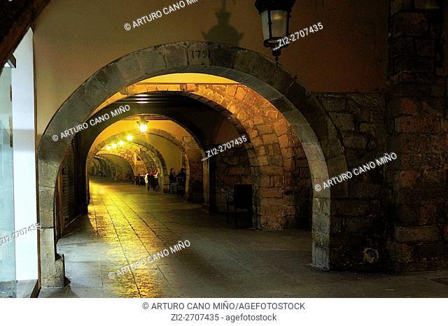 Barri Vell (Historical Downtown). Girona, Spain