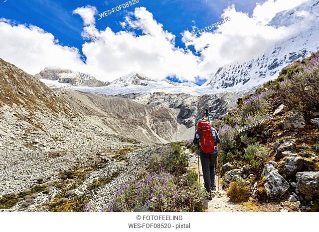Peru, Andes, Cordillera Blanca, Huascaran National Park, tourist on hiking trail with view to Nevado Chacraraju