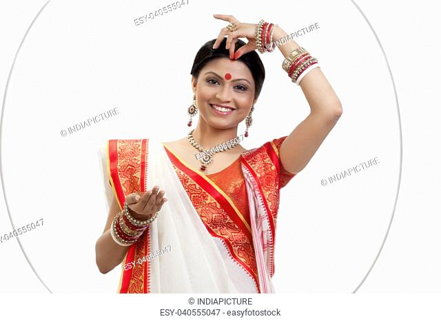 Applying colour on bangles Stock Photos and Images | age fotostock