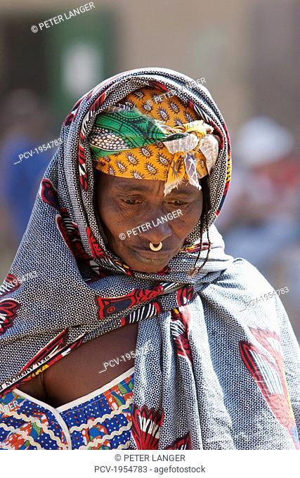 Fulani woman at the Monday Market, Djenne, Mali