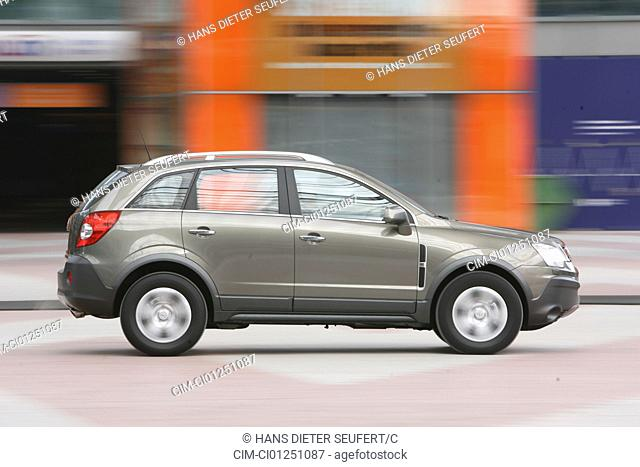 Opel Antara 2.0 CDTi Cosmo, model year 2006-, anthracite, driving, side view, City