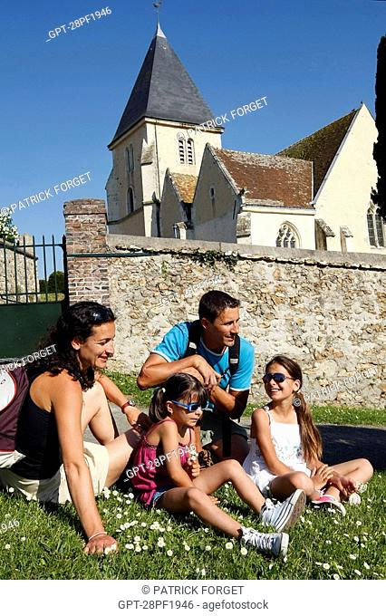 FAMILY OUTING ON THE HEIGHTS OF MARGON, PERCHE, REGION OF NOGENT-LE-ROTROU, EURE-ET-LOIR 28, FRANCE
