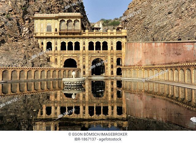 Temple, Galta Gorge, Jaipur, Rajasthan, India, Asia