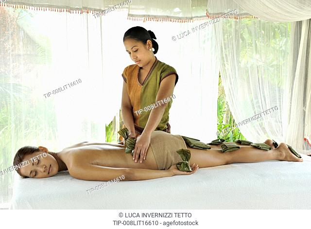 Philippines, Tagaytay, Nurturu Spa, herbal pouch compresses