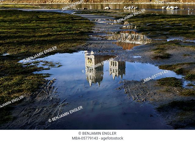 Germany, Bavaria, Munich at daylight, city centre, the Isar, reflection, steeples