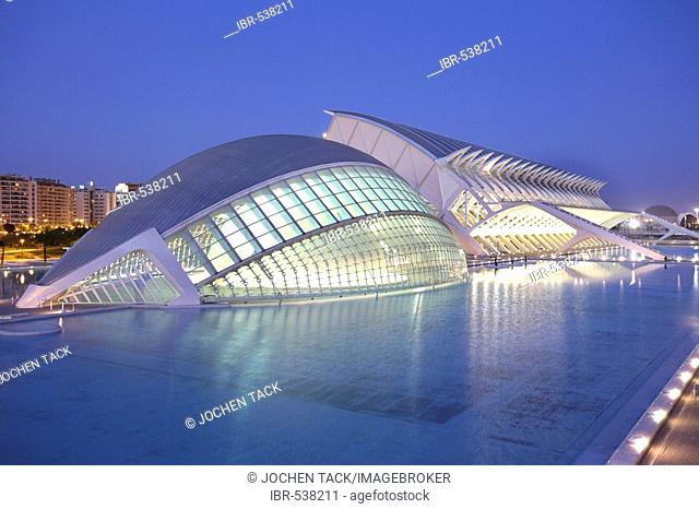 ESP, Spain, Valencia : Ciudad de las Artes Y de las Ciencias, City of arts and sciences. L'Hemisferic and Museo de las Ciencias Principe Filipe