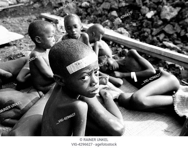 ZAIRE, GOMA, 23.07.1994, ZAIRE : Hundreds of thousands of Hutu have fled from the civil war in Rwanda to Goma and caused a cholera epidemic there : children in...