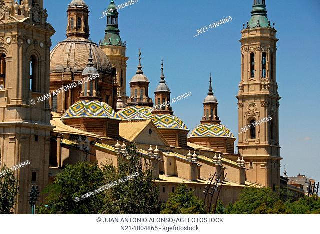 Partial view of the Basílica de Nuestra Señora del Pilar from the Puente de Piedra over the river Ebro Zaragoza, Aragón, Spain, Europe