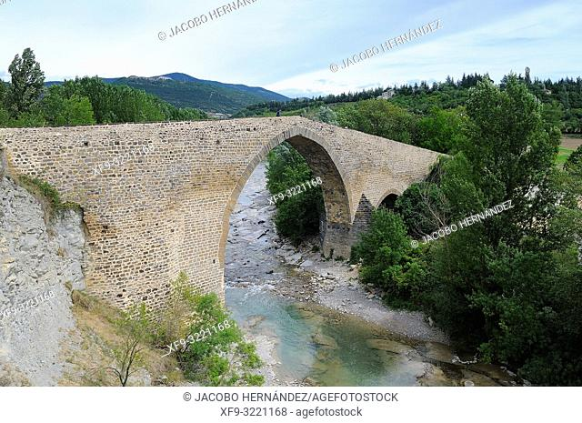 San Miguel medieval bridge over the Aragón river. Jaca. Huesca province. Aragón. Spain