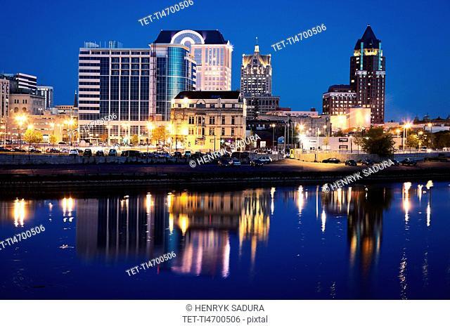 USA, Wisconsin, Milwaukee, City view at night