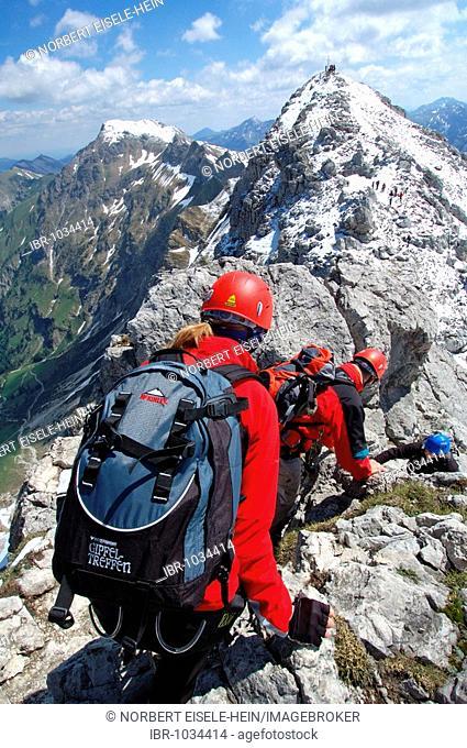 Rock climbers on Hindelanger climbing route, Oberstdorf, Allgaeu, Bavaria, Germany, Europe