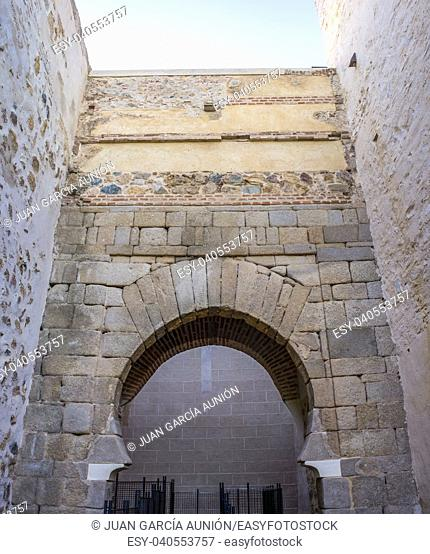 Shoehorse arch of Puerta del Alpendiz, at Alcazaba of Badajoz, ancient Moorish citadel, Extremadura, Spain. Alpendiz Door