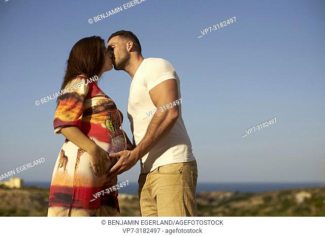 young couple, pregnancy, outdoors