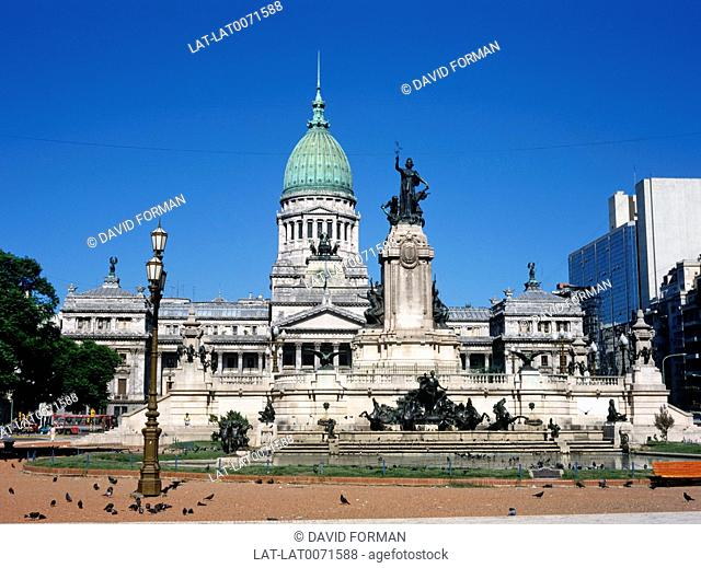 The Congress of the Argentine National was designed by Vittorio Meano. The building was completed in 1906