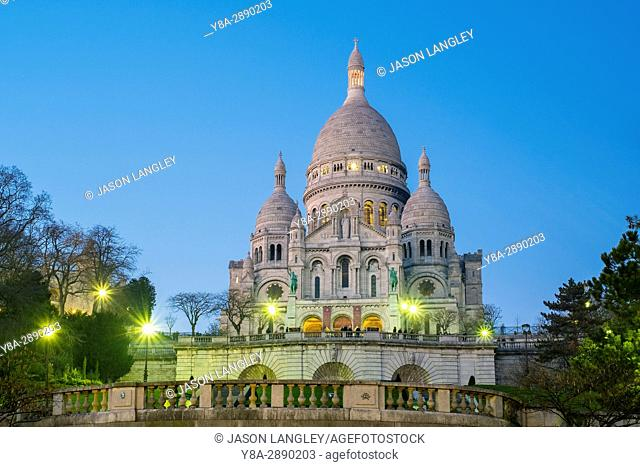 France, Île-de-France, Paris. Basilica of Sacre Coeur at dusk, Montmartre