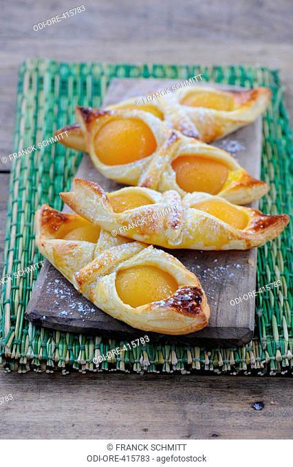 Apricots croissants