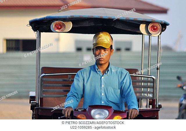 Phnom Penh (Cambodia): a tuk-tuk driver